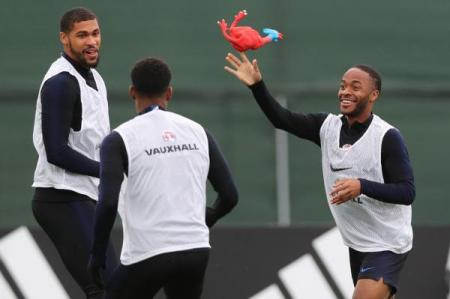 World-Cup-England-uses-rubber-chicken-in-training-before-semifinals